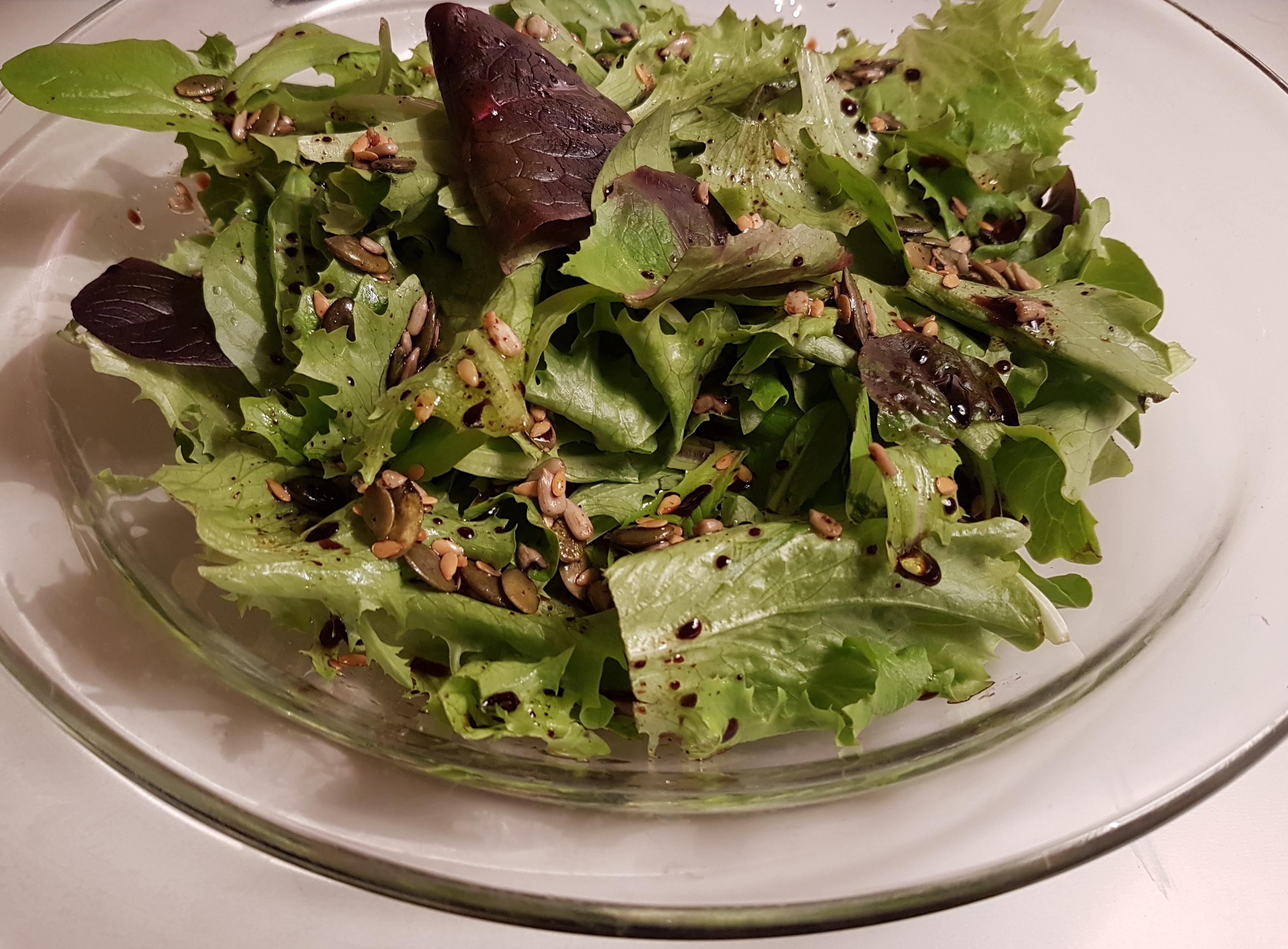 Simplement Bon : salade verte, vinaigrette aux graines 綠色萵苣沙拉 ,種子酸醋調味醬