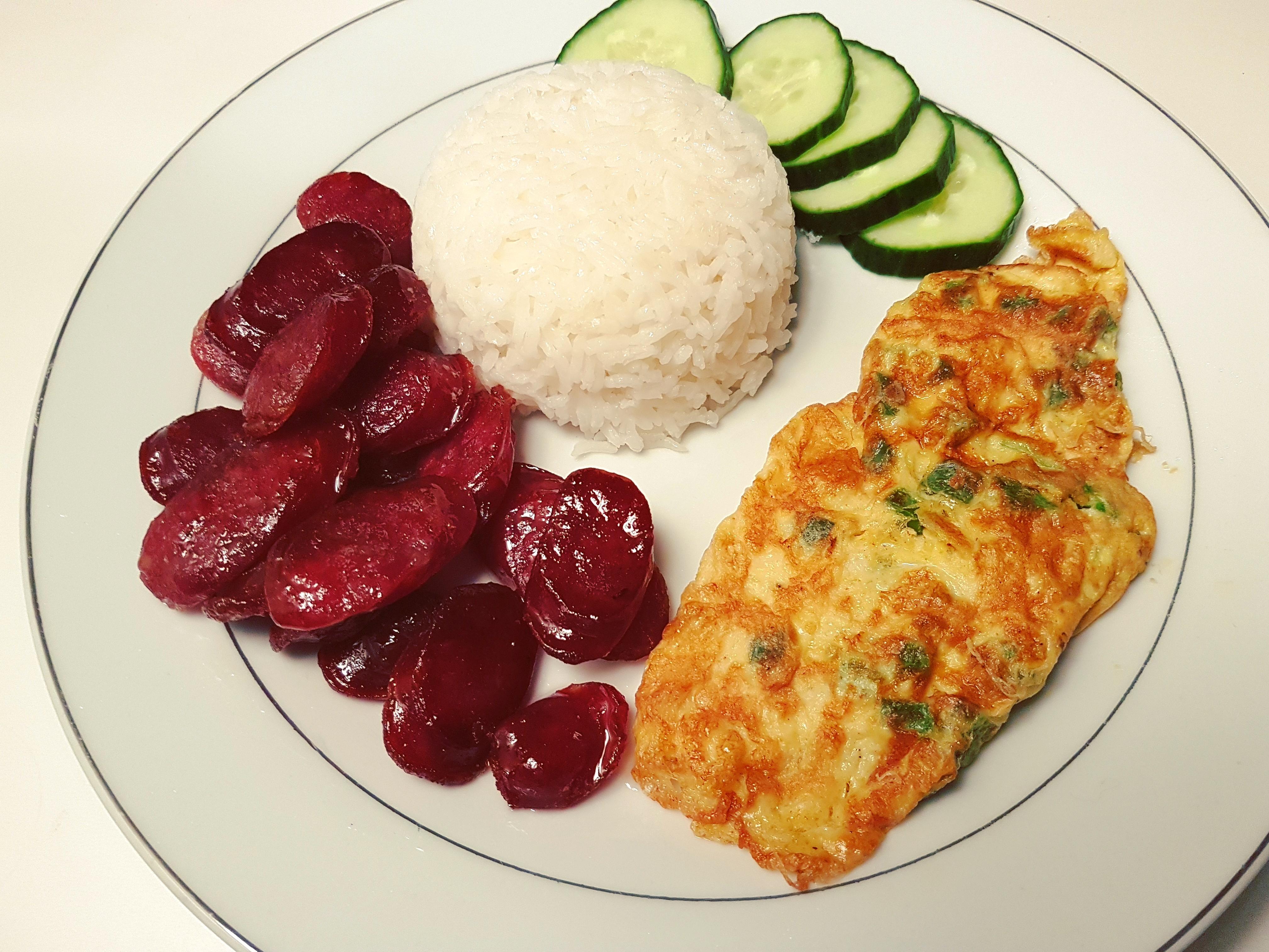 Simplement Bon : assiette khmère – saucisses chinoises aux cinq épices 柬埔寨菜 - 五香香腸