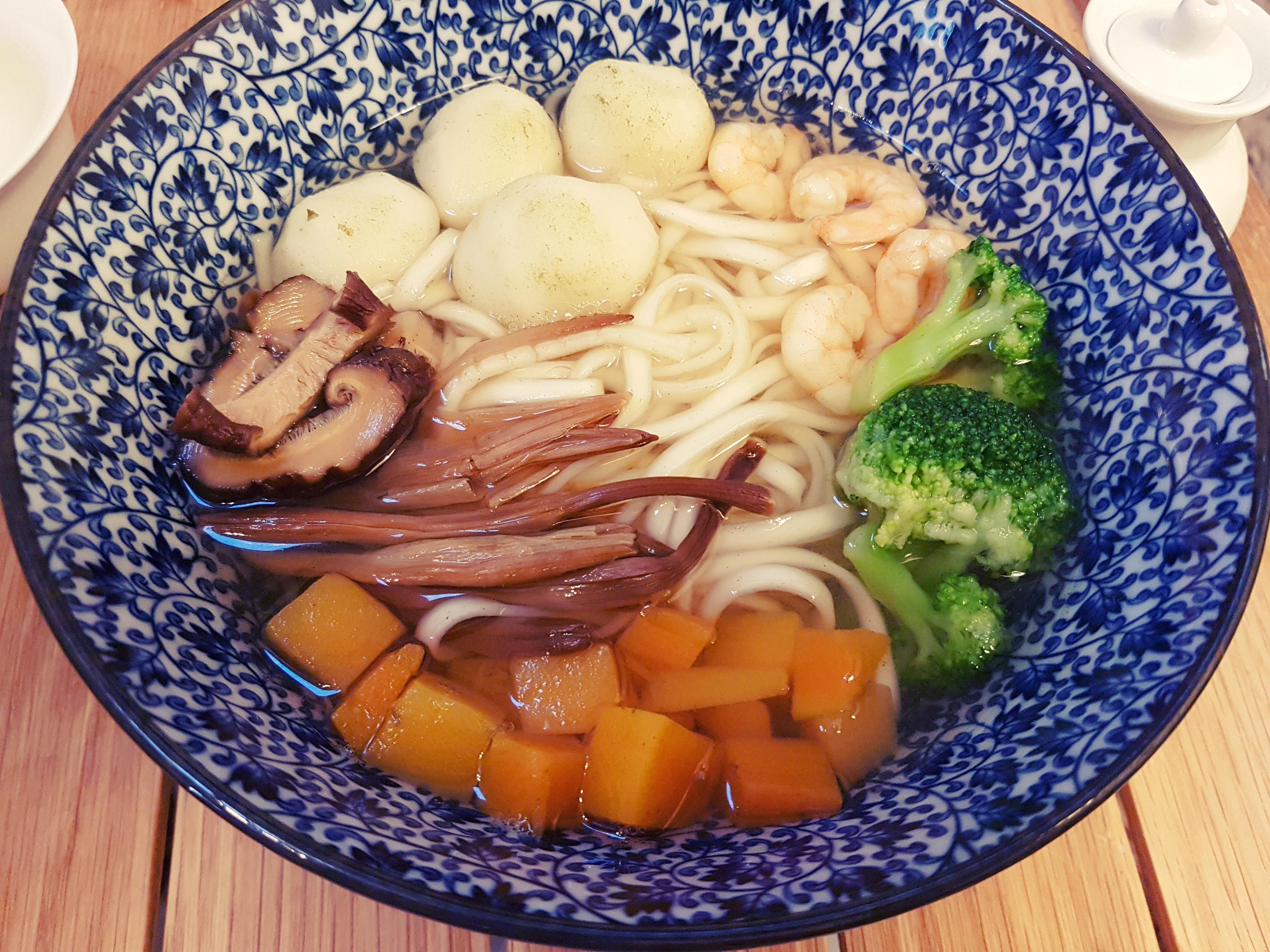 Simplement bon :Soupe de nouilles aux boulettes de poisson et crevettes 蝦仁魚丸麵湯